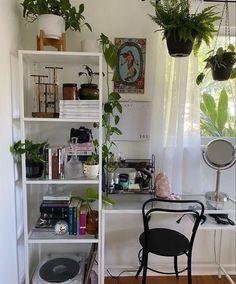 Bedroom Layouts, Room Ideas Bedroom, Small Room Bedroom, Home Decor Bedroom, Bedroom Stuff, Minimalist Room, Teen Room Decor, Vintage Room, Aesthetic Room Decor
