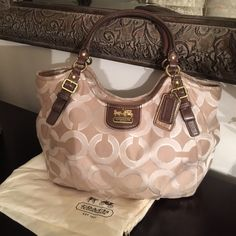 Coach Purse Very clean,Like new Coach Bags Shoulder Bags