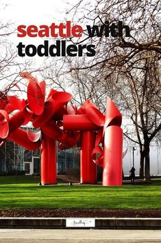 Rain or shine, cold weather or mild, Seattle is a great place to bring the family for a day trip or weekend adventure. From museums, gardens and farmers markets, our guide to the things to do in Seattle with toddlers. #seattlewithkids #familytravel