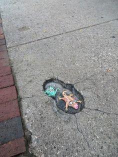 Topolini, conigli e alieni: il marciapiede è una favola