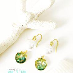 summery sea shell earrings.  #10mm pearl. #resin. #gold