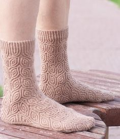 Ravelry: Semki pattern by Natalia Vasilieva - free + русский Loom Knitting, Knitting Socks, Knitting Patterns Free, Hand Knitting, Free Pattern, Crochet Socks, Knitted Slippers, Knit Socks, Cosy Outfit