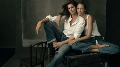 Annie Leibovitz shot this fantastic feature in September Vogue bringing together several legendary supermodels to showcase fall's best denim. Vogue selected 15 models, ranging in age from but the iconic models from the and Portrait Photos, Family Portraits, Portrait Photography, Family Photography, Photography Lighting, Photography Hashtags, Photography Themes, Photography Awards, People Photography