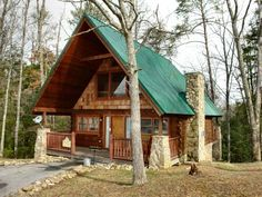 Hidden Romance #1404 Holiday home Sevierville (Tennessee) Hidden Romance #1404 Holiday home is a detached holiday home set in Waldens Creek in the Tennessee Region and is 15 km from Gatlinburg. The property boasts views of the mountain and is 7 km from Pigeon Forge.