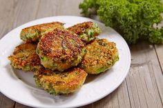 Salmon Burgers, Pesto, Good Food, Food And Drink, Gluten Free, Broccoli, Cooking, Ethnic Recipes, Fit