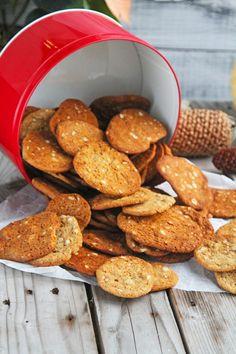 Verdens bedste brunkager! | Norsmor - Kathrine Kristensen Norwegian Food, Norwegian Recipes, Cocktail Desserts, Cocktails, Danish Food, Food Inspiration, Love Food, Food Styling, Cake Recipes