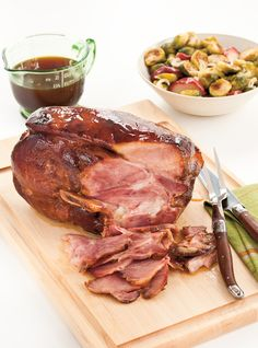 Baked ham with maple and apple cider … Delicious it melts in the mouth ! Ham Recipes, Dinner Recipes, Cooking Recipes, Slow Cooking, Pork Satay, Ham Dishes, Pressure Cooker Pork, Ricardo Recipe, Baked Ham
