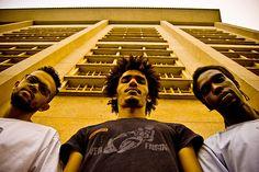 O rock instrumental cuiabano do Macaco Bong é a atração do dia 26 de outubro, no Sesc Belenzinho. A banda, que transita pelo jazz e carrega elementos da música popular brasileira, apresenta músicas de seus dois discos partir das 21h30.