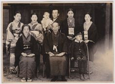 Old Vintage Photo - 1930s 40s Japanese family