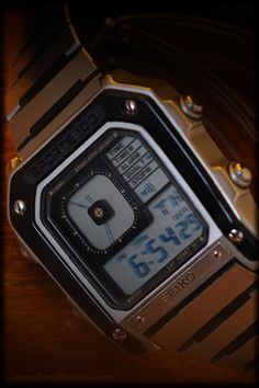 SEIKO G757-5020 WLK005 James Bond pseudo-analog watch from Octopussy