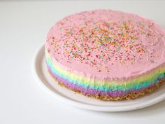 Recept: Regenboog cheesecake (zonder oven!) | Lady Lemonade Sweet Recipes, Cake Recipes, Sweet Pie, Weird Food, No Bake Desserts, Beautiful Cakes, No Bake Cake, Vanilla Cake, Kids Meals