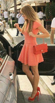 Sofia Vergara's super cute dress. A done up cute blush outfit.