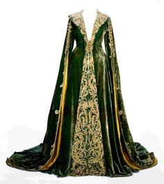 scarlett o'hara dressing gown | Green velvet dressing gown worn by Vivien Leigh as Scarlett O'Hara in ...