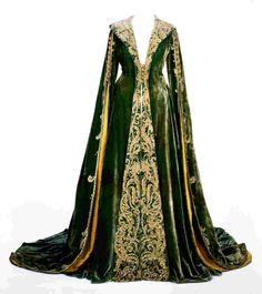 scarlett o'hara dressing gown   Green velvet dressing gown worn by Vivien Leigh as Scarlett O'Hara in ...