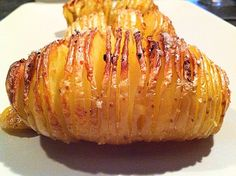 Pomme de terre suédoise : testée et approuvée Healthy Breakfast Potatoes, Healthy Breakfast Recipes, Lunch Recipes, Batatas Hasselback, Healthy Food Quotes, Baked Chicken Recipes, Vegetable Recipes, Love Food, Food Porn