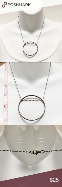 The Chain measures 3mm in thickness and comes carded. 30 inch Light Rhodium Rope Chain