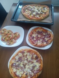 Pizza skoro ako z pizzerie (fotorecept) - recept Quiche, Mashed Potatoes, Pizza, Eggs, Breakfast, Ethnic Recipes, Hamburger, Whipped Potatoes, Morning Coffee