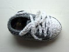 Olemisen arvoitus: Virkatut Converset vauvalle