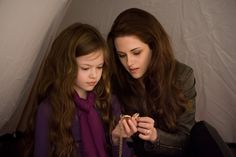 The Twilight Saga: Breaking Dawn - Part 2 - Publicity still of Mackenzie Foy & Kristen Stewart. The image measures 4096 * 2731 pixels and was added on 1 January Twilight Film, Twilight Renesmee, Twilight Breaking Dawn, Twilight Cast, Breaking Dawn Part 2, Twilight Images, Twilight Poster, Vampire Twilight, Twilight Quotes