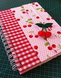 capa de caderno em tecido - Pesquisa Google Notebook Covers, Journal Covers, Fabric Book Covers, Album Book, Bookbinding, Mini Books, Fabric Covered, Fun Projects, Fabric Crafts