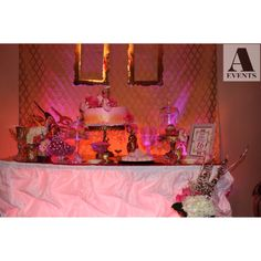 #sweet16 #chandelier #chandeliertheme #pink #gold #sparkle #glam #formal #intimate #aevent #candybuffet #sweetstudio #candy #bizcocho