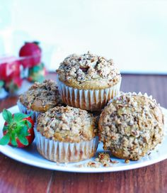 Low Carb Strawberry Muffins - Extremly moist and delicious #lowcarb