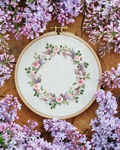 Wonderful Ribbon Embroidery Flowers by Hand Ideas. Enchanting Ribbon Embroidery Flowers by Hand Ideas. Brazilian Embroidery Stitches, Learn Embroidery, Rose Embroidery, Japanese Embroidery, Hand Embroidery Stitches, Silk Ribbon Embroidery, Embroidery Hoop Art, Hand Embroidery Designs, Embroidery Techniques