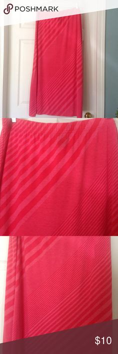 Faded Glory maxi skirt size 2x (18-20) This skirt is so comfortable and cute. It has to shades of pink stripes going different directions. It is used but still in good condition. It is an 2x (18w-20w) Faded Glory Skirts Maxi