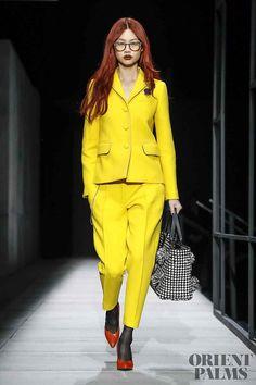 32 - The Cut bottega veneta fall 2018 menswear yellow suit fashion clothing womenswear London Fashion Weeks, Fashion Week Paris, Autumn Fashion 2018, Milano Fashion Week, Fall Fashion Trends, Live Fashion, New York Fashion, Couture Mode, Couture Fashion