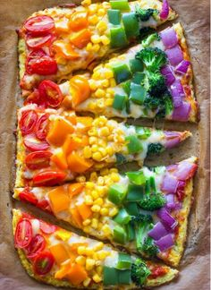 How fun does this rainbow pizza look! Kids will eat lots of yummy vegetables and have fun making this pizza with you. Rainbow Pizza, Rainbow Food, Rainbow Snacks, Rainbow Parties, Rainbow Sweets, Rainbow Drinks, Kids Rainbow, Rainbow Birthday Party, Eat The Rainbow