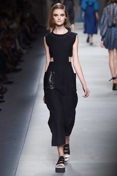 Fendi with the help of Karl Lagerfeld presented interesting shapes with flowing Shaksperian blouses and lace up detailing. The relaxed and muted tones made the intricate Fendi bags stand out. See the Fendi Ready To Wear S/S 2016 collection below: 2016 Fashion Trends, Fashion Week, Runway Fashion, Fashion Beauty, Fashion Show, Fashion Outfits, Fendi, Gucci, Vanity Fair
