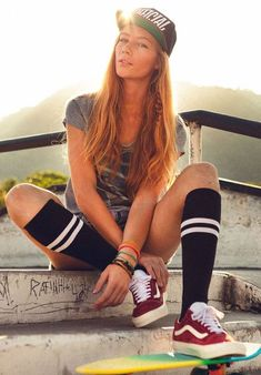 50 Cool Skater Outfits That Defines You Better - Page 2 of 2 - Skater Girl Looks, Skater Girl Style, Skater Boys, Skater Mädchen Outfits, Cute Outfits, Emo Outfits, Disney Outfits, School Outfits, Look Fashion