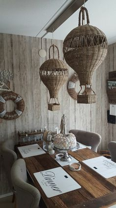 Woven hot air balloon lampshades inspiration to make for your summer or beach house, conservatory or patio - Decoration For Home Willow Weaving, Basket Weaving, Diy Rangement, Paper Weaving, Newspaper Crafts, Unusual Art, Rattan Basket, Paper Basket, Basket Decoration