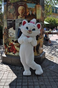The Aristocats made an appearance at the Epcot International Food and Wine Festival. While the fest is fun for adults, there's also plenty for the kids to do!