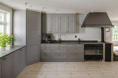 Corner Kitchen Pantry, Kitchen Pantry Design, Kitchen Cabinet Styles, Kitchen Cabinet Remodel, Condo Kitchen, Kitchen Layout, Home Decor Kitchen, Kitchen Interior, Home Kitchens