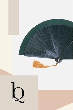 Clara in Vintage Grün. Hier mit senfgelber Tassel. Die Farbe kannst du frei nach deinem Geschmack wählen. Geheimnisvoll und ausdrucksstark kommt Fächer Clara in dunkelgrün daher. Ein tolles temperamentvolles Accessoires für Salsa- Meditation, Bohemian Soul, Boho Outfits, Hand Fan, Salsa, Diy, Inspiration, Vintage, Fashion