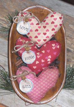 3 Primitive LOVE HUGS KISS Valentine Heart Bowl Fillers Ornies Tucks Ornaments #HandmadebyChooseMoosePrimitiveDesigns