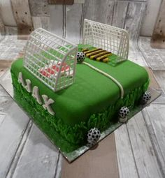 voetbaltaart Birthday Cakes, Decorative Boxes, Desserts, Food, Tailgate Desserts, Deserts, Birthday Cake, Eten, Postres