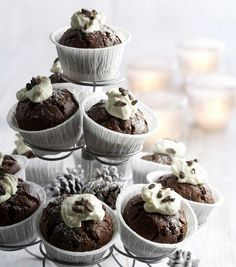 Baking/Leivonta: Chocolate chili muffins/kevyet chili-suklaamuffinit Chocolate Chili, Baking Recipes, Eat, Breakfast, Desserts, Food, Drink, Cooking Recipes, Morning Coffee