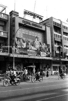 Cinema Khemarak, Phnom Penh, Cambodia (1970s) Historical Monuments, Historical Photos, Old Pictures, Old Photos, Trekking, Military Rule, Excursion, Cinema Movies, Phnom Penh