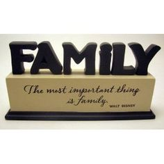 Hallmark Disney DYG9622 Walt Disney Family Cut-Out Sentiment