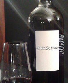 Abandonado - Bom para afogar as mágoas - Saiba mais sobre nomes estranhos de vinhos portugueses em http://viagensecuriosidades.com/nomes-estranhos-de-vinhos-portugueses/ #vinhos