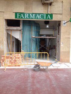 Inicio de la reforma de la fachada Basketball Court, Victoria, Renovation, Pharmacy