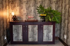 WALL PAPER AND MONKEY LAMP Safari Decorations, Curtains With Blinds, African Safari, Monkey, Upholstery, Cushions, Interior Design, Wallpaper, Furniture