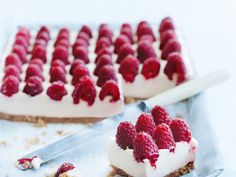 Raspberry and ginger cheesecake slice