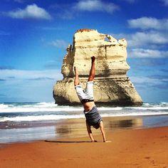 Plage de folie sur la great ocean road !  #australia #greatoceanroad #12apostles #beach #sun #gymnast #roadtrip #roc by logo_26 http://ift.tt/1ijk11S