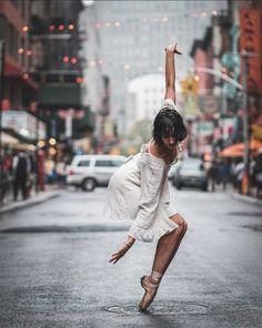 Balet w wielkim mieście - zdjęcia tancerzy na nowojorskich ulicach, fot. Omar Z. Robles @omarzrobles
