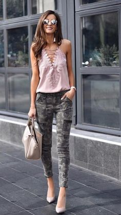 Spring and Summer Inspiration | A great combo for military print #springfashion -#outfitideas Camo Fashion, Fashion Outfits, Womens Fashion, Fashion Trends, Camo Outfits, Camo Jeans Outfit, Mode Jeans, Casual Chic, Stylish Outfits