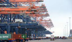Big bigger biggest by Patrick van Britsom Via Flickr: Imposant op de Maasvlakte II en ook erg druk zoals u ziet. Hughes @ the new Maasvlakte II harbour by Rotterdam.