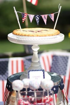 Her Royal Heinous, Queen Bee: Budget Friendly Patriotic Party